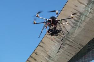 Drone avec nacelle « gyro-stabilisée »