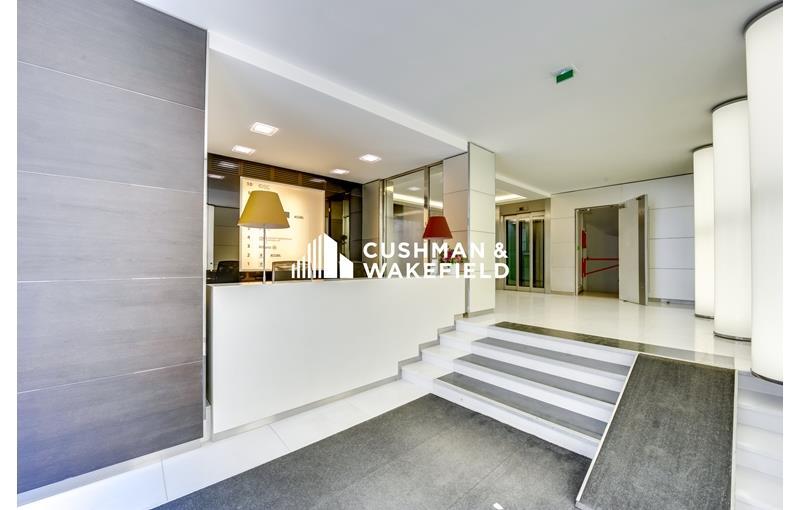 454 m² de bureaux à louer restructurés dans le Triangle d'Or
